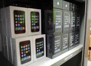 Продажа: Продам 2,  получи 1 бесплатно: iPhone 4G 32GB разблокирована.