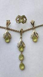 Продаётся набор из белого золота с брильянтами