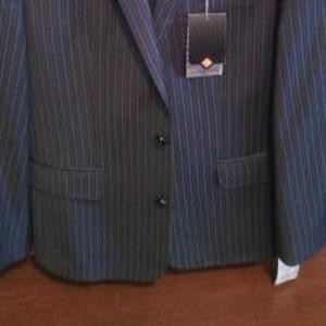 Продам новый костюм классика
